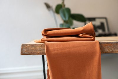 meetMilk - Stretch Twill RUST met TENCEL™ Lyocell vezels €24,90 p/m