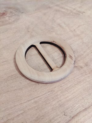 Tabitha Sewer - Round Birch Wooden Belt Buckle €10 p/s