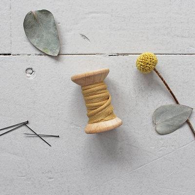 Atelier Brunette - Crepe Mustard paspelband 2mm