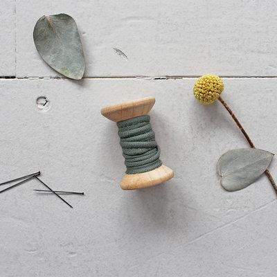 Atelier Brunette - Crepe Cedar paspelband 2mm