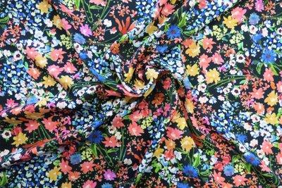 Lady McElroy -Floral affair viscose Twist Rickardi   € 19,90 p/m