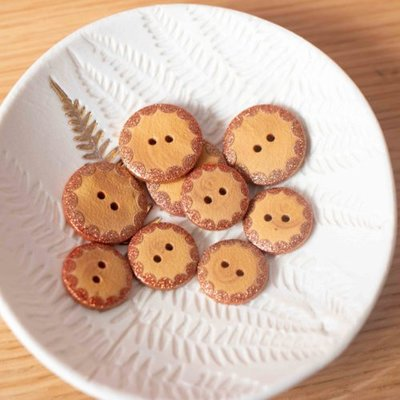Lise Tailor -  Wood buttons 18 mm - Gold
