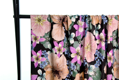 Atelier Jupe -Grote zachtgekleurde bloemen € 24,50 p/m